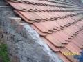 Ještě menší kousek střechy opraven novými taškami bobrovkami, chybí ještě klempířské zakončení