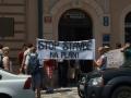 Demonstrace před radnicí Prahy 5 za záchranu parku Na Pláni (zdroj: PřáteléMalvazinek.cz, 20. 6. 2013)