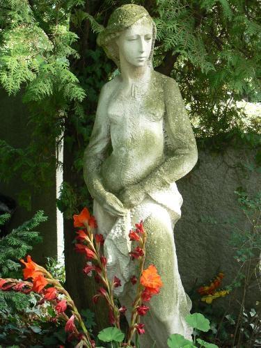 Na hřbitově odpočívá řada významných osobností. (zdroj: Smíchov.blog.cz)