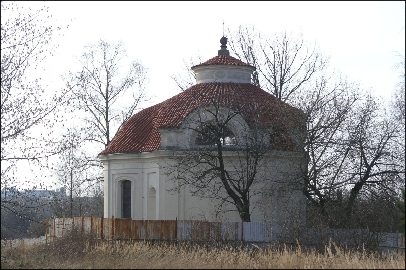 Kaple Nalezení sv. Kříže (zdroj: Wikipedia.org, autor: Matěj Baťha)