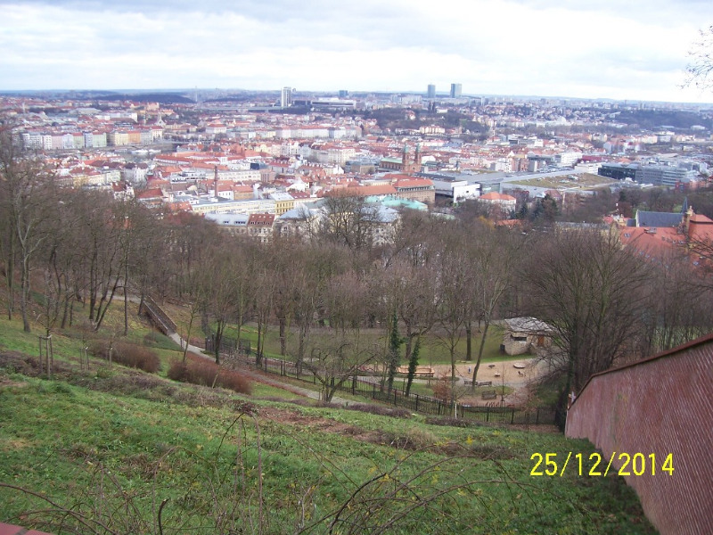 Z horní části zahrady je krásný výhled (autor: Drahomír Bárta, 25. 12. 2014)