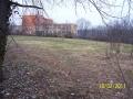 """Školní hřiště, na kterém má """"domov pro seniory"""" stát (autor: Drahomír Bárta, 19. 2. 2011)"""