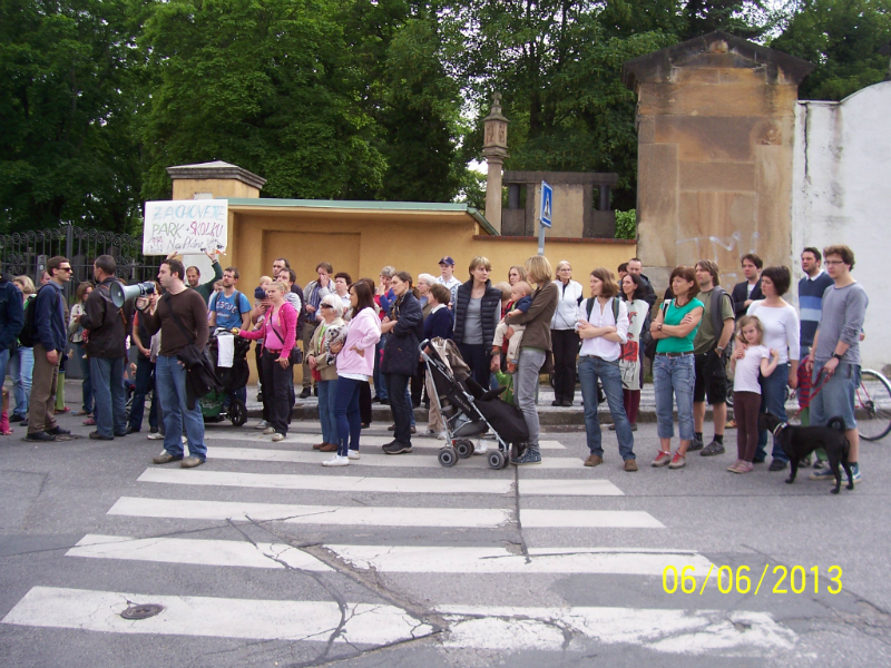Demonstrace proti výstavbě Na pláni (6. 6. 2013)