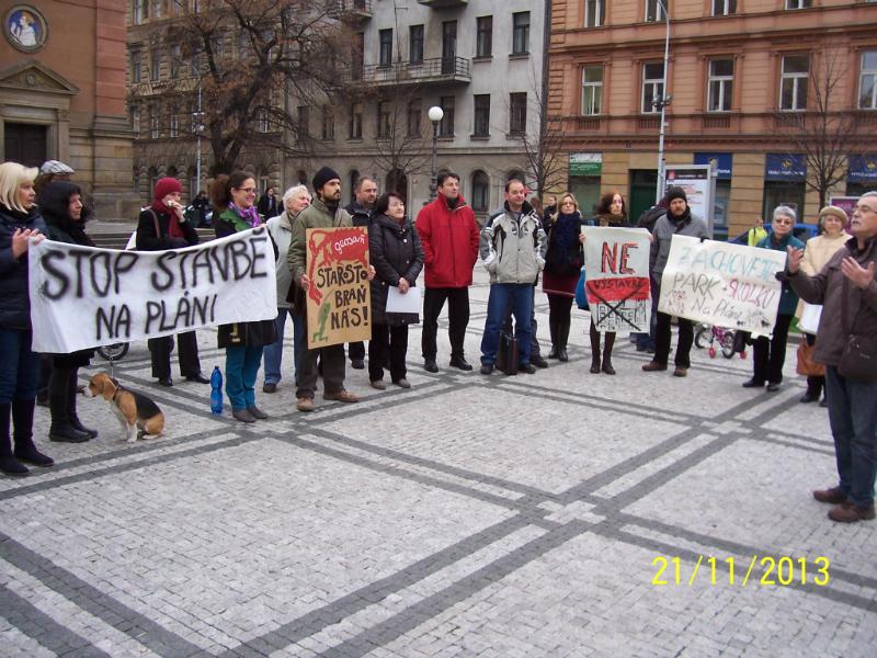 Demonstrace před jednáním zastupitelstva