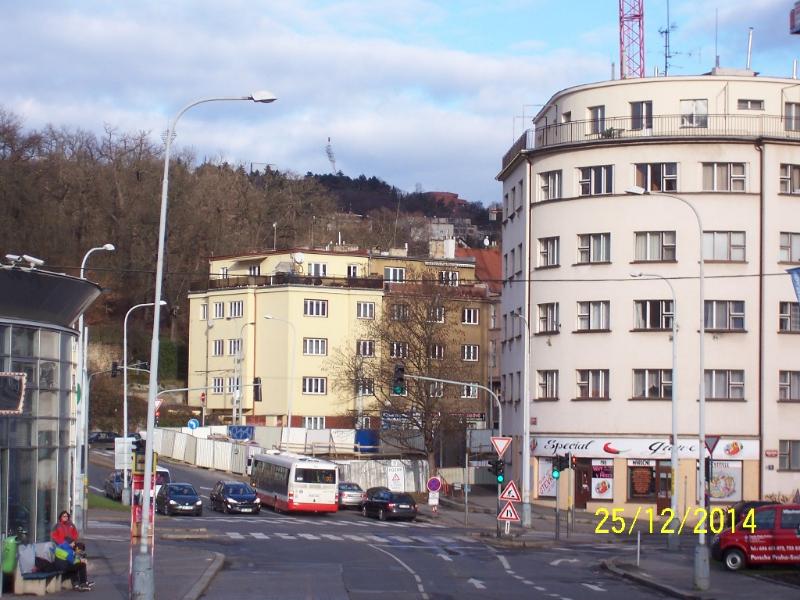 Zdálky nová stavba ještě není vidět... (autor: Drahomír Bárta, 25. 12. 2014)