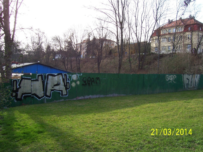 Tady všude by měly stát nové obytné domy - pohled od východu (autor: Drahomír Bárta, 21. 3. 2014)