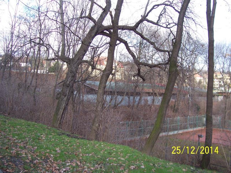 Tady všude by měly stát nové obytné domy - pohled od západu (autor: Drahomír Bárta, 25. 12. 2014)