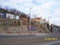 Stavební stroje začaly likvidovat zelenou stráň. Pražské kopce jsou pozoruhodné přírodní útvary, měli bychom si je chránit a nedovolit jejich ničení. (autor: Drahomír Bárta, 15. 2. 2014)