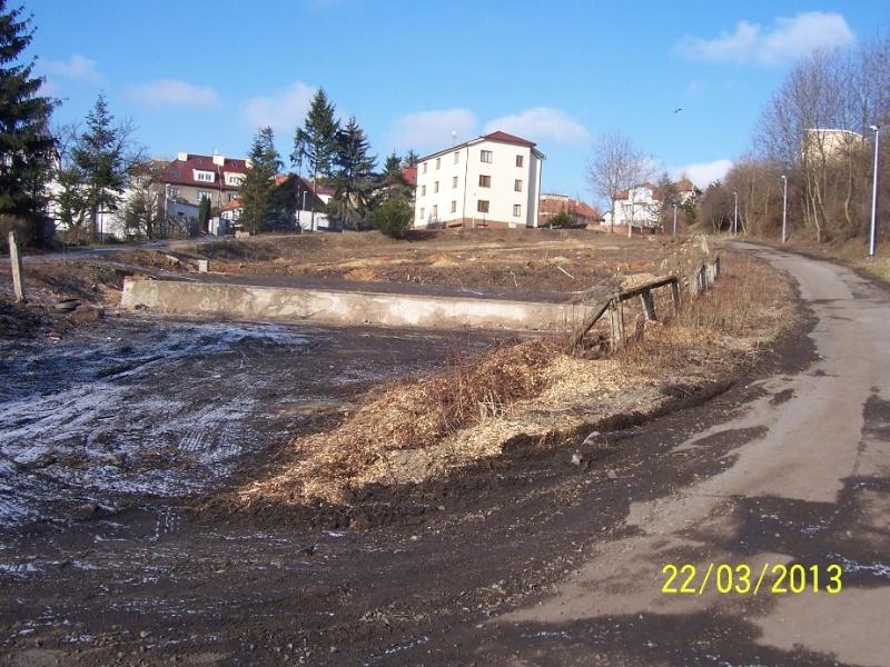 Tady by měly vyrůst dva nové domy (autor: Drahomír Bárta, 22. 3. 2013)