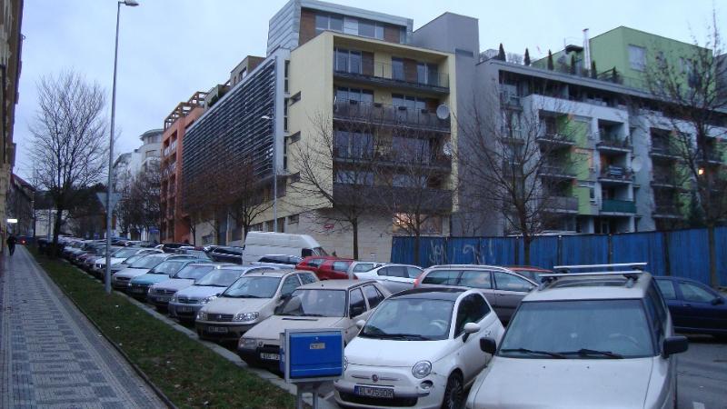 Už dnes v okolí nejde zaparkovat (autor: Alan Jeřábek, 9. 1. 2015)