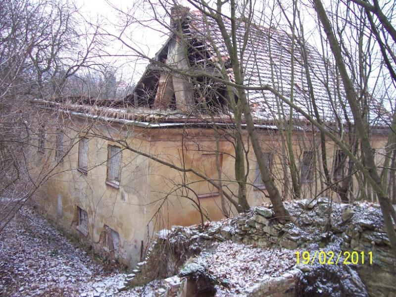 Smutný stav barokní usedlosti. V Americe by si jí jinak považovali (autor: Drahomír Bárta, 19. 2. 2011)