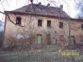 Bytelná stavba ještě odolává, ale když nefunguje střecha, rozpad pokračuje velmi rychle (autor: Drahomír Bárta, 3. 2. 2013)