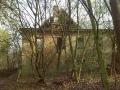 Rozpadající se usedlost (autor: Ondřej Velek, 1. 4. 2014)