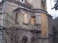 Barokní okna jsou zabedněná OSB deskami