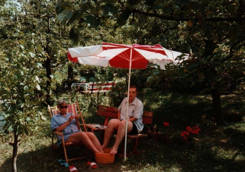 V zahradě trávili čas dospělí (autor: Jaroslav Kubát)
