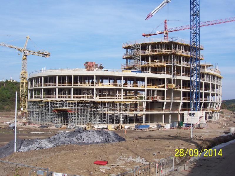 Hrubá stavba budovy Aviatica (autor: Drahomír Bárta, 28. 9. 2014)